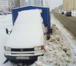 В течение двух дней коммунальщики уберут снег во дворах и на остановках