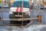 """""""Скорая"""" в Минске врезалась в остановку общественного транспорта"""