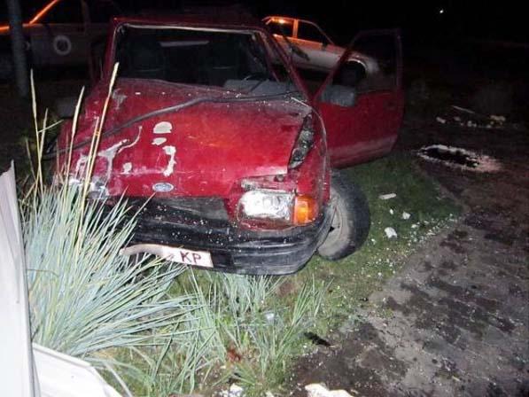 В Кобрине подросток врезался в магазин на автомобиле родителей