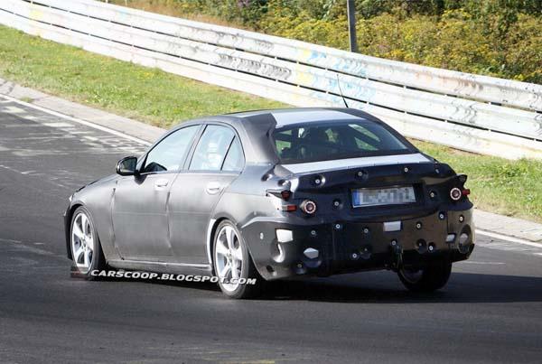 Mercedes-Benz проводит испытания новой модификации седана C-класса