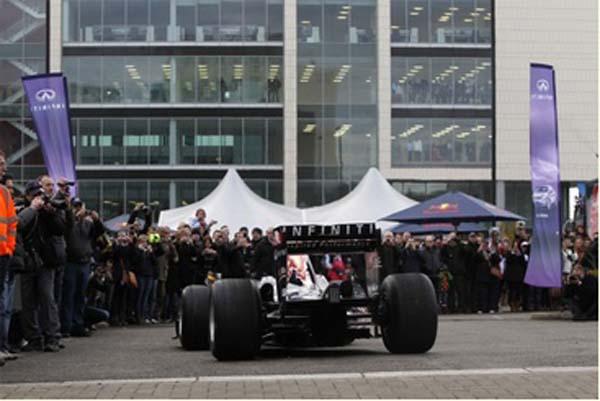 Шоу Red Bull Racing и Infiniti на улицах города