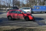 Авария на Орловской: машина Ford столкнулась с остановившейся Mitsubishi