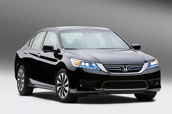 Honda презентовала гибридную версию модели Accord