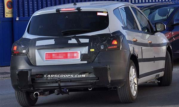 Nissan испытывает конкурента модели Volkswagen Golf