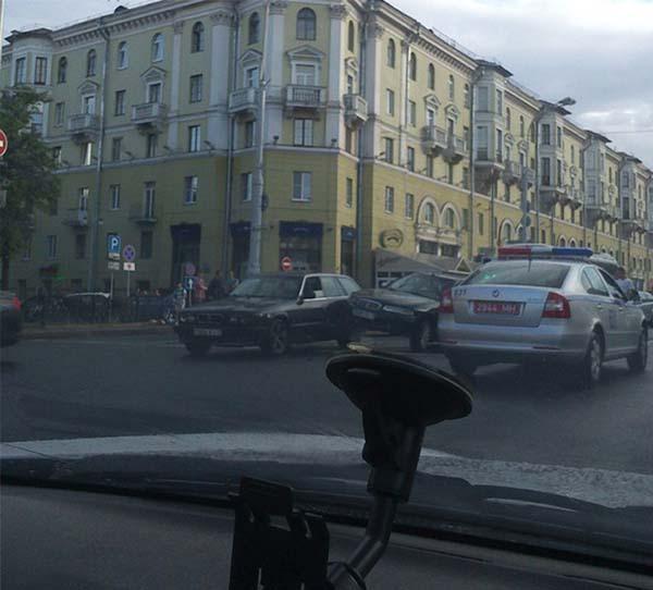 В центре столицы произошло столкновение Rover и BMW