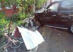 В столице водитель автомобиля Range Rover Sport въехал в ограждение