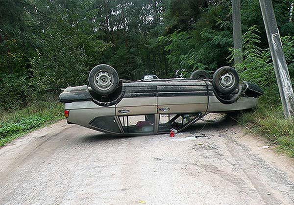 В Волковысском районе нетрезвый водитель Volkswagen въехал в столб