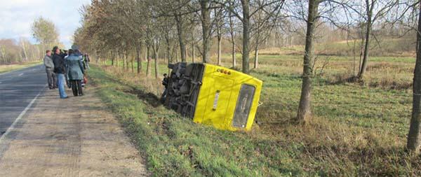 Возле Ивацевичей произошло опрокидывание автобуса
