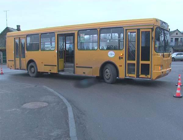 В Лиде под колесами большого автобуса скончался ребенок