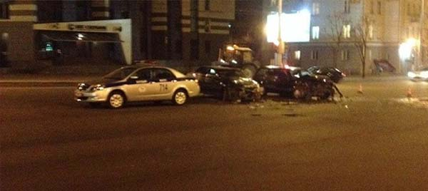Volkswagen врезался в Peugeot – виновник проехал на красный сигнал