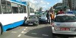 В столице BMW столкнулся с легковым авто и троллейбусом