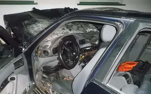 BMW въехал в жилой дом – водитель скончался, пассажиры попали в больницу