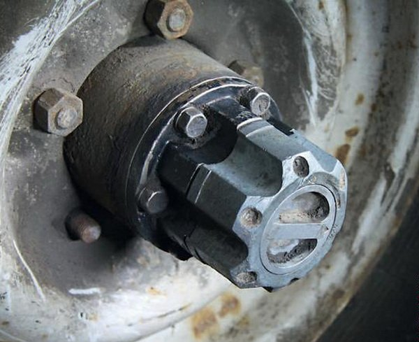 Голова под колесом УАЗа