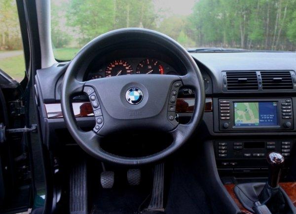 Автослесарь не стал ремонтировать автомобиль клиента, а продал его в Россию