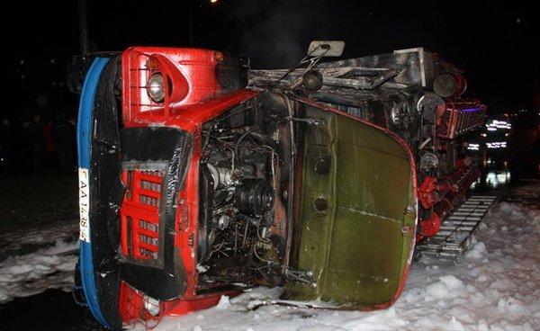 """В Лиде """"БМВ"""" врезался в пожарный автомобиль"""