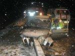 Лобовое столкновение с бетонным ограждением – пассажиры живы