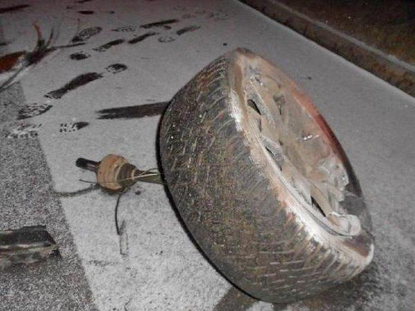 На улице Минское шоссе в Бобруйске BMW врезался в столб: 2 человека пострадали