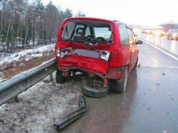 Пьяный на Range Rover врезался Volkswagen Sharan на трассе M3