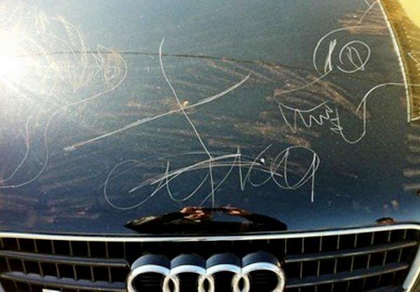 Гвоздём на кузове пишут в Березовке местные пролетарии оскорбительные «письма» местным капиталистам