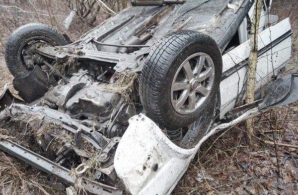 Брошенный в кювете Volkswagen обнаружили в Лунинецком районе – пьяный водитель скрылся