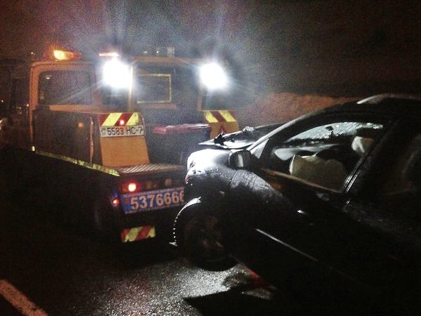 ДТП на Игуменском тракте в Минске: столб упал, Renault Megane – всмятку