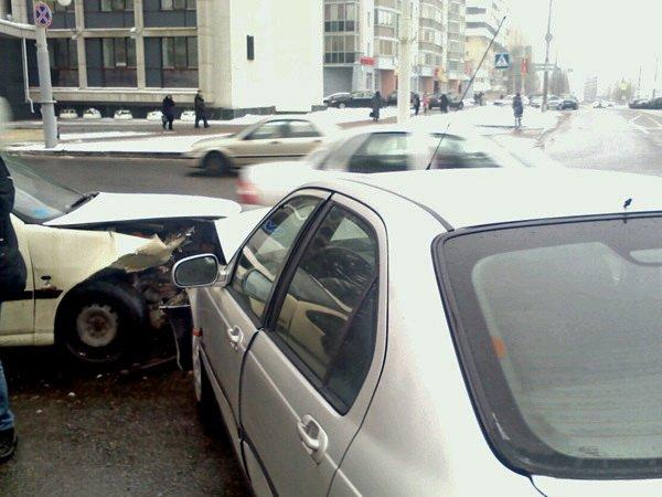 В Минске столкнулись Fiat и Honda на пересечении улиц Брилевской и Чкалова