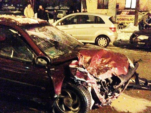 Пять разбитых машин в аварии на улице Жилуновича в Минске