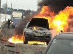 На улице Притыцкого горел Volkswagen Touareg: огнетушителями потушить не удалось