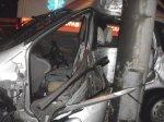 68-летний водитель Нисана врезался в осветительную мачту на МКАД