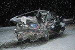 При лобовом столкновении Volkswagen и Niva один из автомобилей разбился в хлам, а водитель не пострадал
