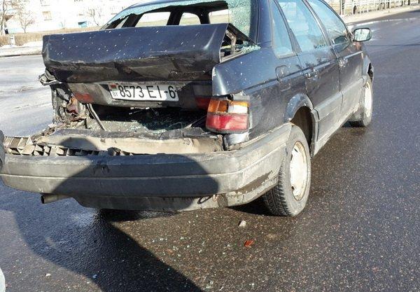 ДТП на улице Урицкого в Бобруйске: столкнулись МАЗ и VW Passat