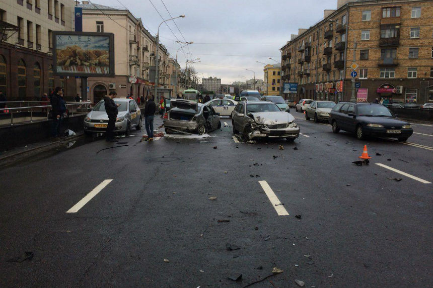 Серьезное ДТП с участием сразу 4 машин на Московской