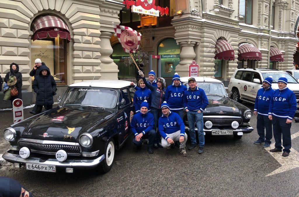 Видео: Как в 1964-ом. Участники ралли на раритетных авто «Монте-Карло» стартуют из  Минска