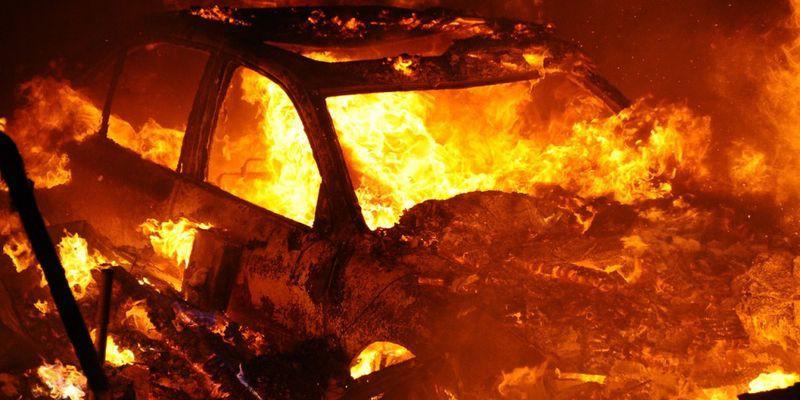 Видео: Горят погрузчики, пылают легковушки. Что делать, если загорелось авто?