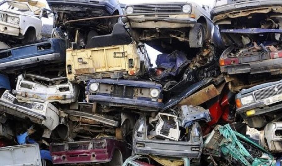С минских дорог и дворов планируют, наконец, убрать брошенные автомобили