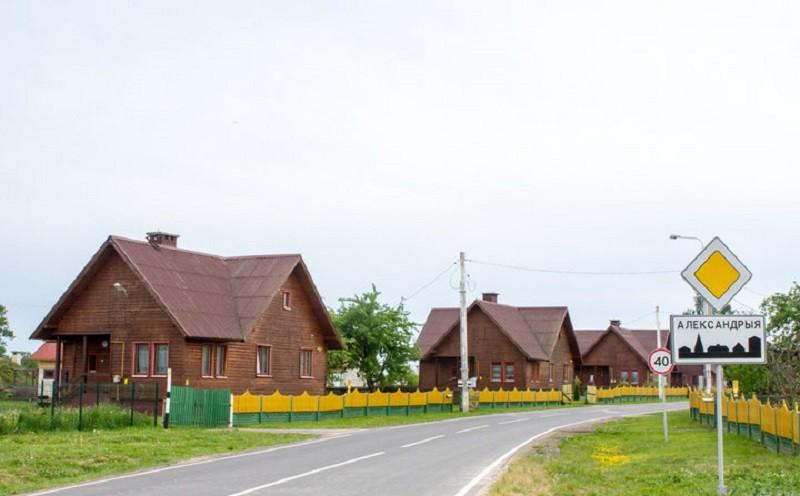 Как Александр Лукашенко строил дорогу в свою деревню