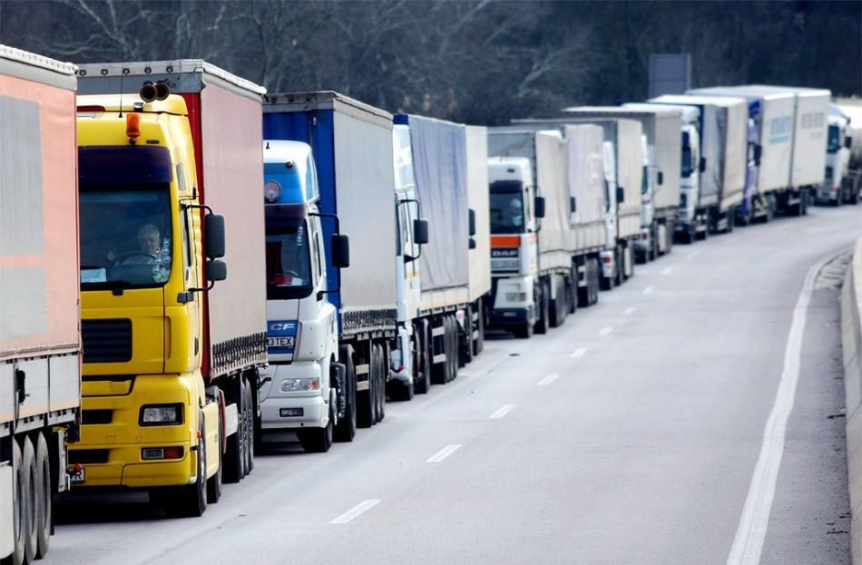 Начали действовать сезонные ограничения движения грузовиков