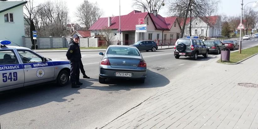 Peugeot въехал в людей на автобусной остановке. Очевидцы пытались устроить самосуд над водителем