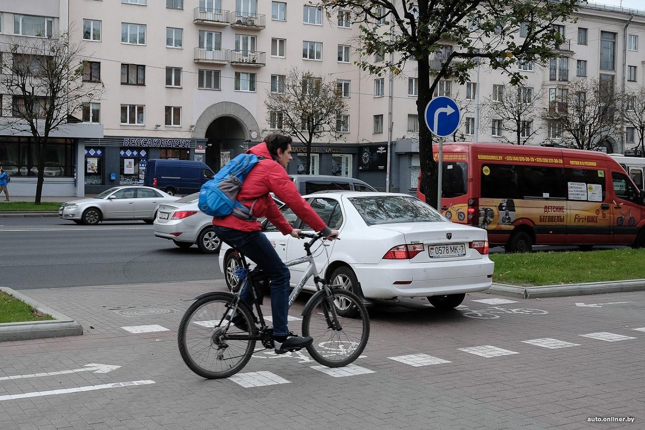 """Инициативы ГАИ: закрепление """"правила двух полос"""", определение полосы для электрокаров и послабления для велосипедистов"""