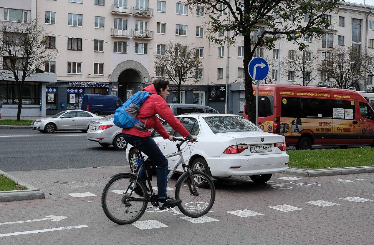 Инициативы ГАИ: закрепление «правила двух полос», определение полосы для электрокаров и послабления для велосипедистов