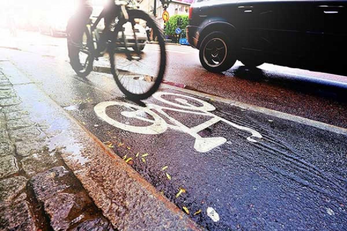Видео: Брестский велосипедист прямо перед ГАИ сбил легковой автомобиль