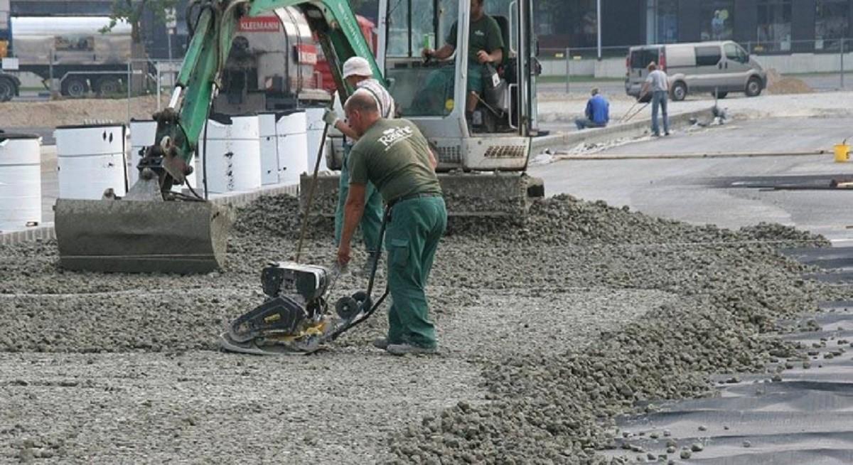 Энтузиасты собирают подписи против замены полноценного ремонта посыпкой дорог щебнем