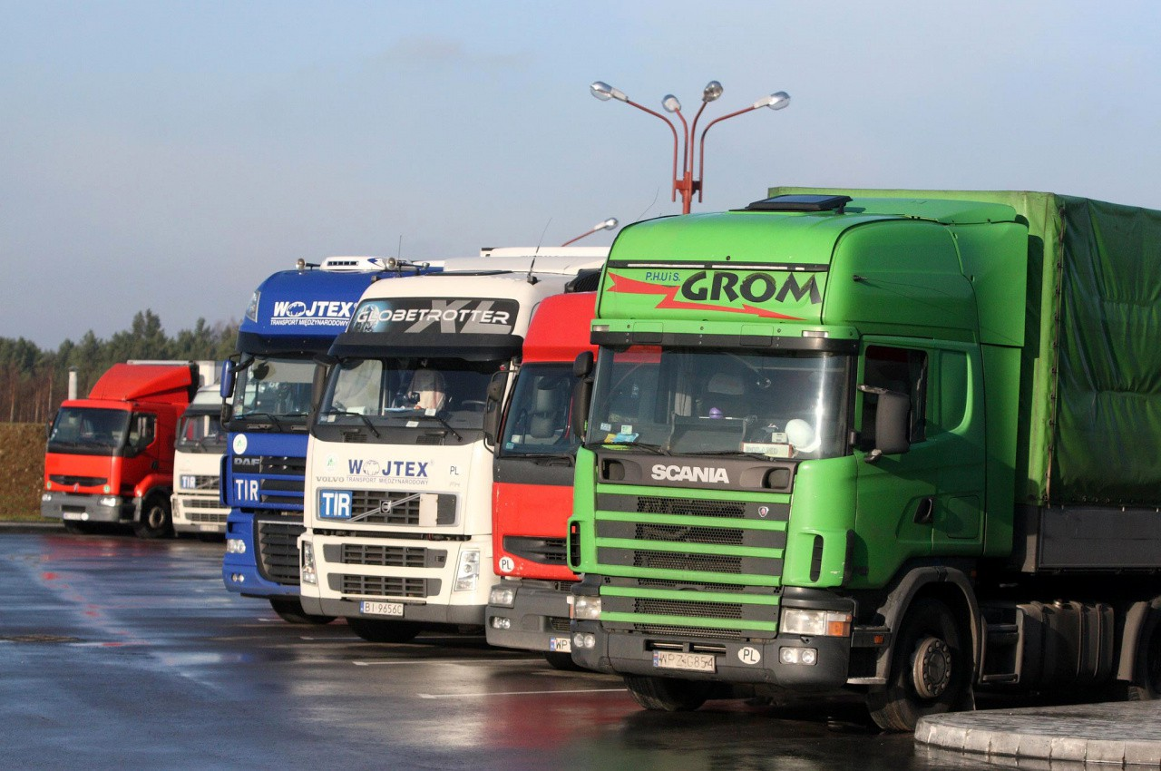 Собирать дорожный взнос через топливо легче. С точки зрения администрирования