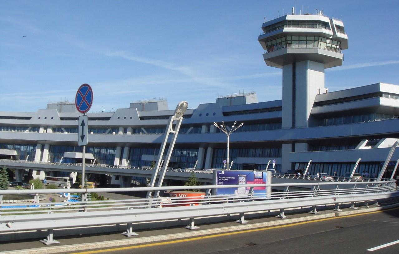 На территории минского аэропорта появится терминал такси. Тем временем конкуренты протестуют и отстаивают оптимальные тарифы