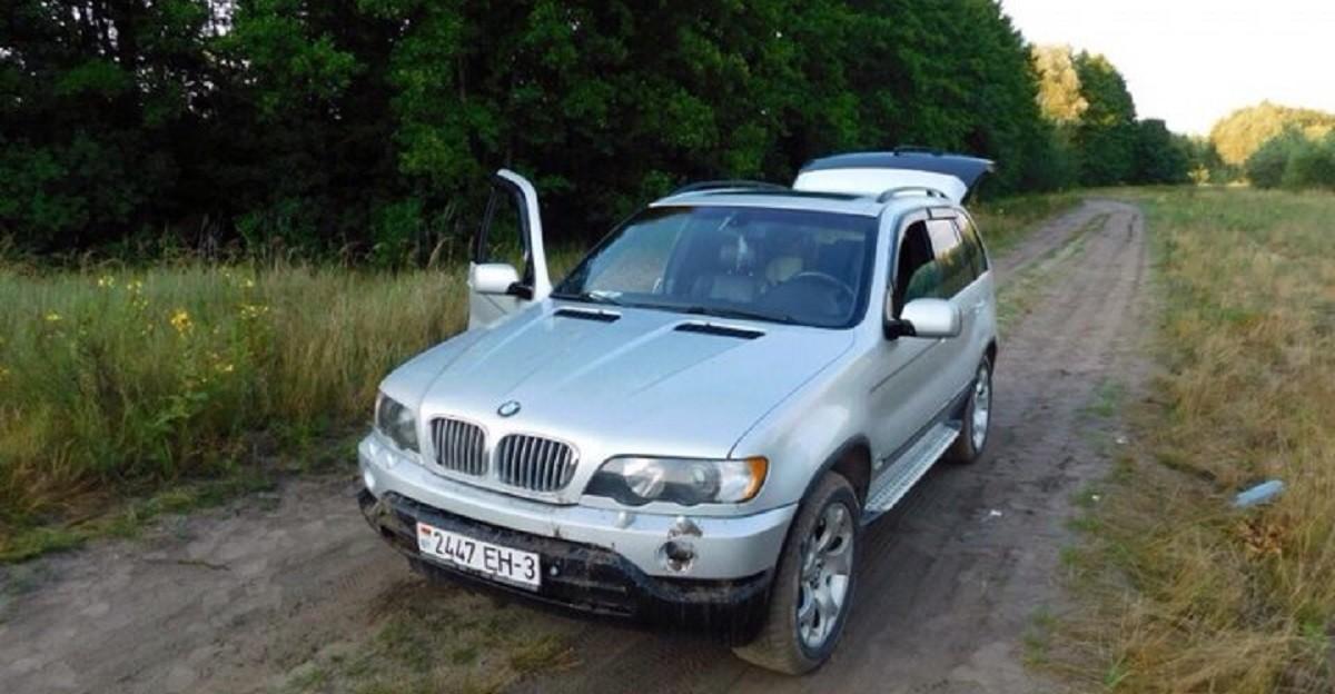 Девушка пыталась прокатиться на капоте BMW X5. Она погибла