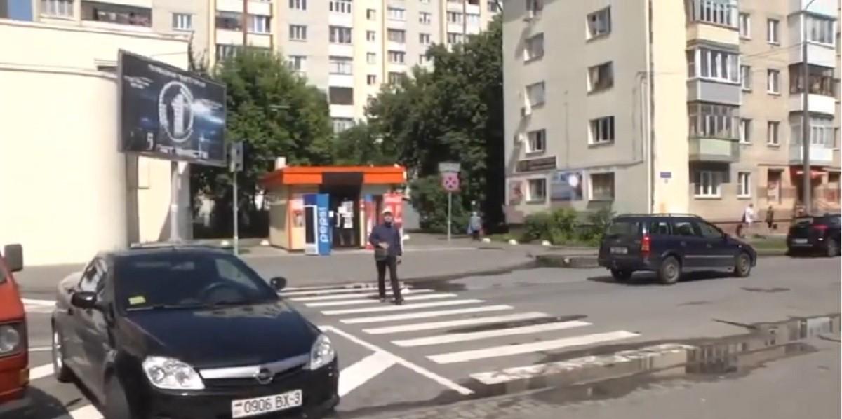 Видео: Около пешеходных переходов Гомеля появились треугольники видимости