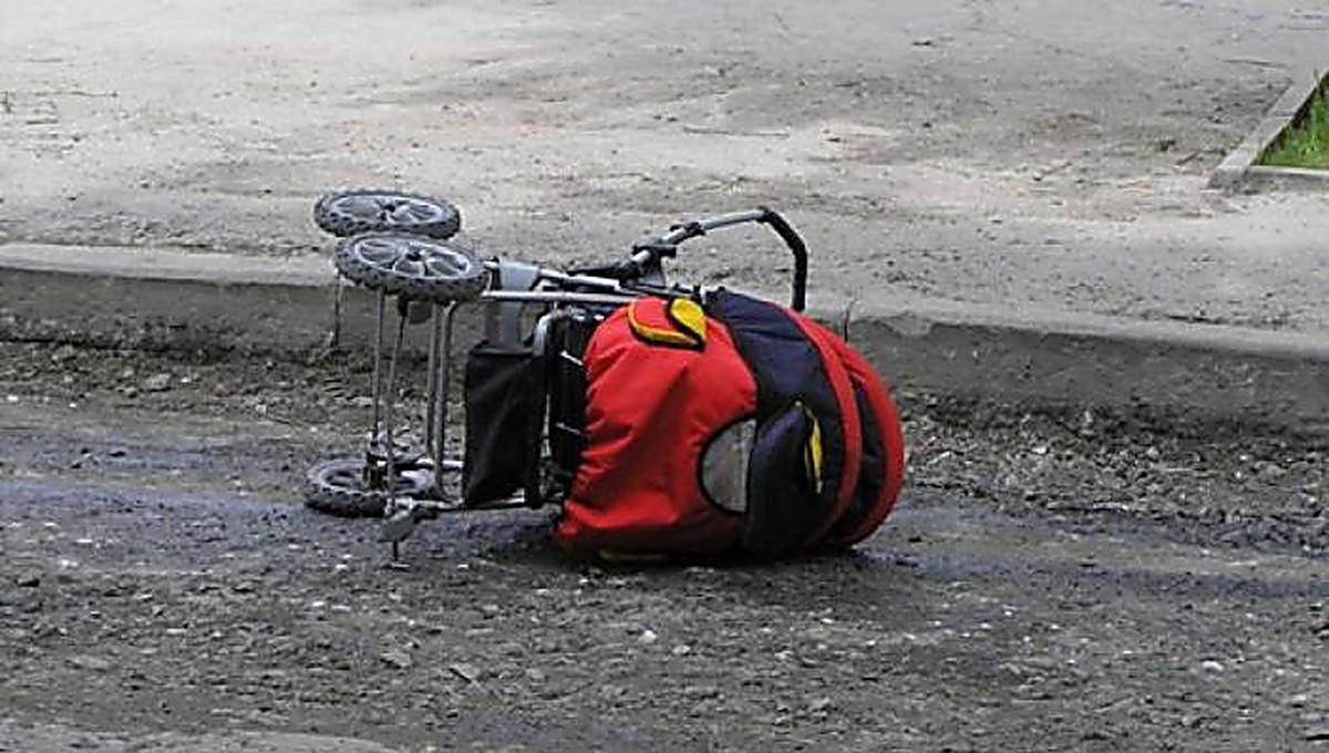 На переходе в Горках фура наехала на женщину с коляской. Бабушка погибла, внук – в больнице