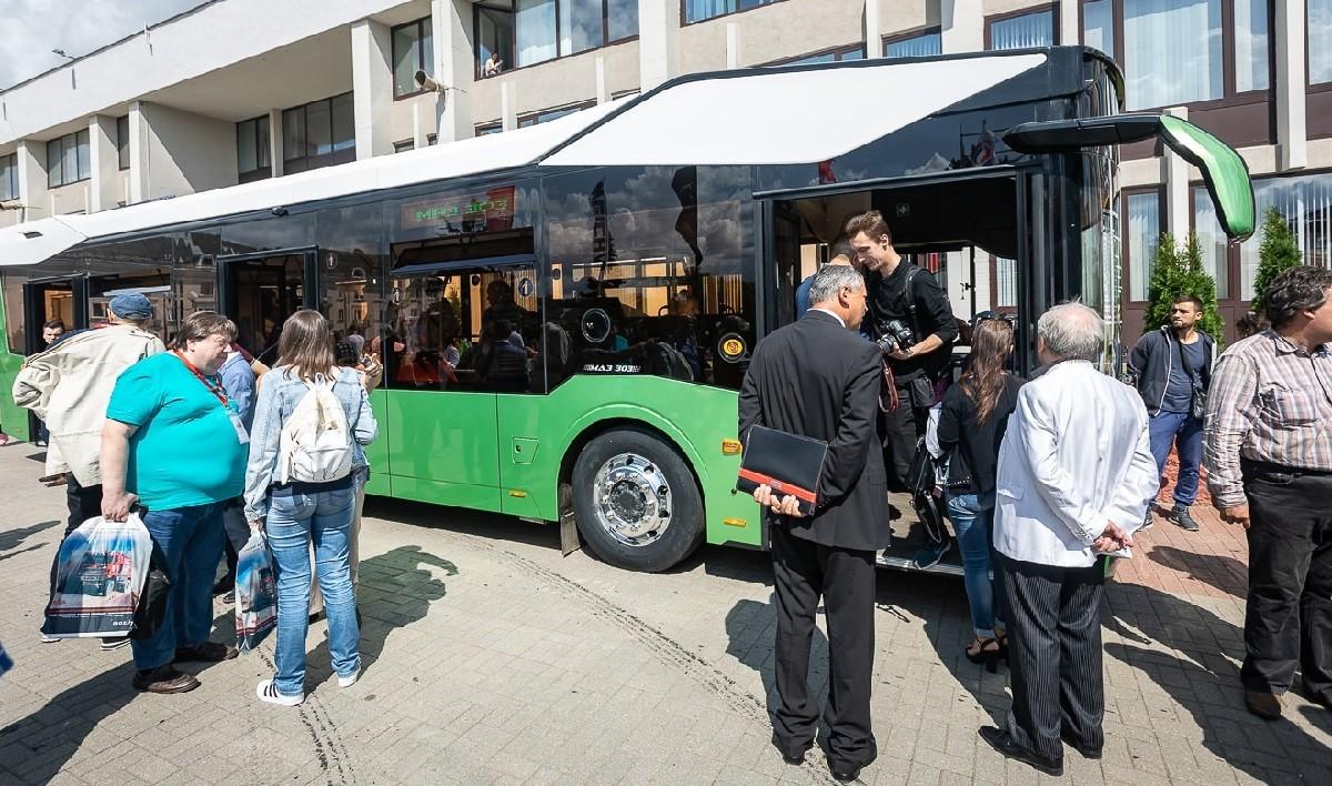 Подарок от МАЗ к 75-летнему юбилею – новый автобус третьего поколения