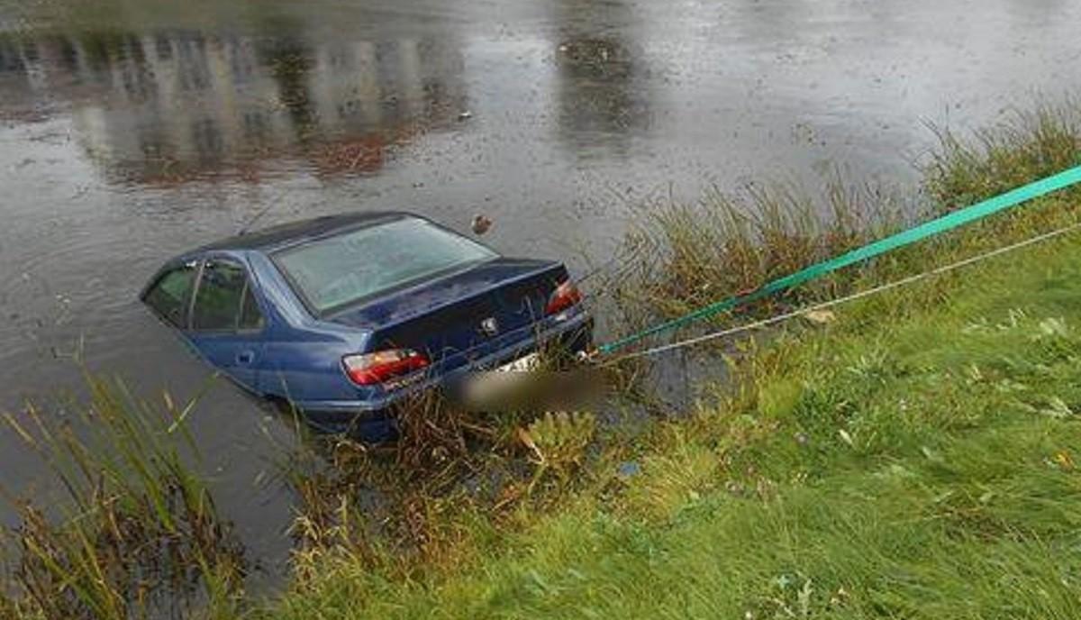 В Орше утонул автомобиль, оставленный без присмотра