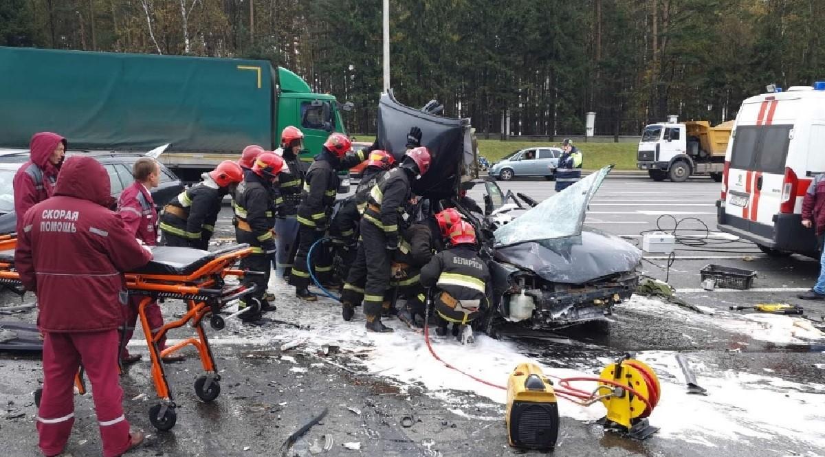 Видео: Серьезная авария на проспекте Независимости в Минске. Погиб один человек